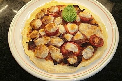 Knusprige Kartoffelpizza mit Speck und Mozzarella 2