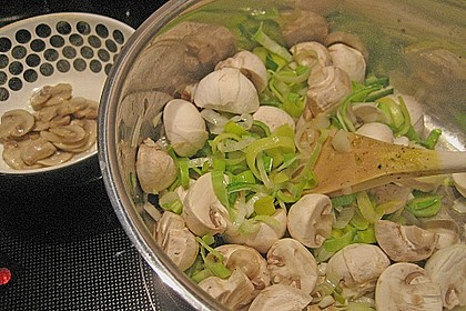 Champignon - Cremesuppe mit Salbei 5