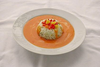 Rote Paprikacremesuppe mit Reis