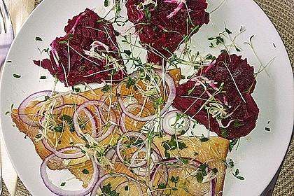 Rote Bete-Salat mit geräucherten Forellenfilets und Meerrettichdressing 1
