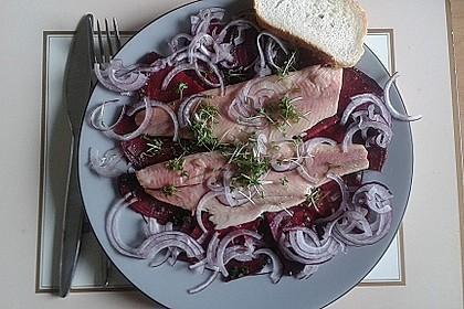 Rote Bete-Salat mit geräucherten Forellenfilets und Meerrettichdressing 2
