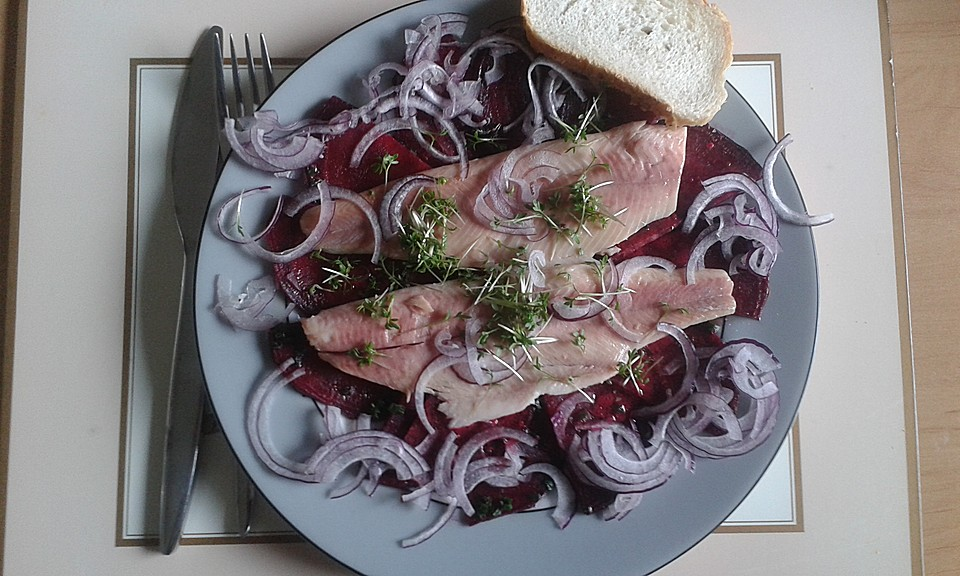 rote bete salat mit ger ucherten forellenfilets und meerrettichdressing. Black Bedroom Furniture Sets. Home Design Ideas