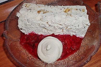 Gefrostetes Meringues - Dessert mit heißen Früchten