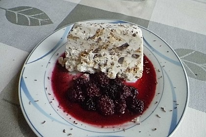 Gefrostetes Meringues - Dessert mit heißen Früchten 2