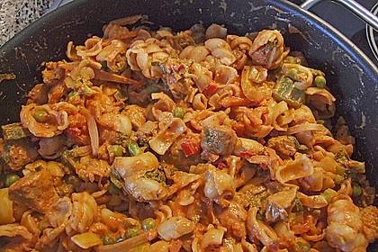 Mediterrane Nudelpfanne mit Paprika und Brokkoli