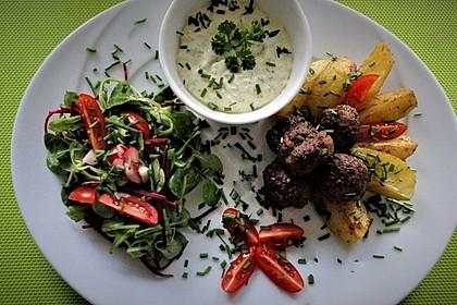 Rezeptbild zum Rezept Hackbällchen mit Kartoffelspalten aus dem Ofen