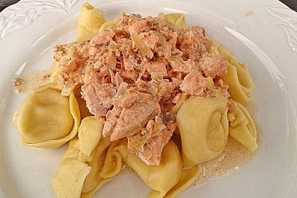 Tortelloni mit Lachs - Sahne - Sauce