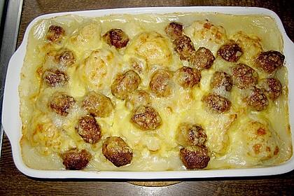 Blumenkohlauflauf mit Bratwurstbällchen und Kartoffeln 1