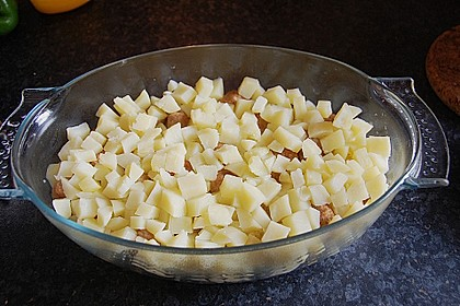 Blumenkohlauflauf mit Bratwurstbällchen und Kartoffeln 2