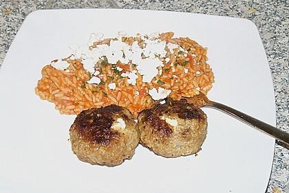 Griechische Hackbällchenspieße mit Fetakern und Tomatenreis 22