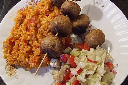 Griechische Hackbällchenspieße mit Fetakern und Tomatenreis 20