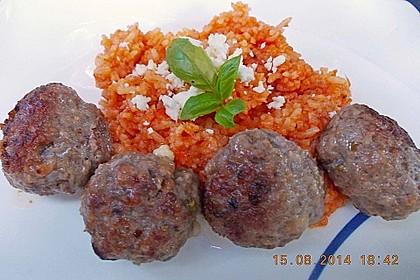 Griechische Hackbällchenspieße mit Fetakern und Tomatenreis 11