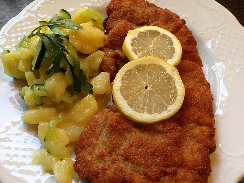 wiener schnitzel mit kartoffel gurken salat von mcmoe. Black Bedroom Furniture Sets. Home Design Ideas