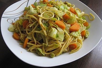Gebratene Nudeln mit Gemüse, asiatisch 3