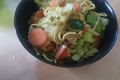 Gebratene Nudeln mit Gemüse, asiatisch 8