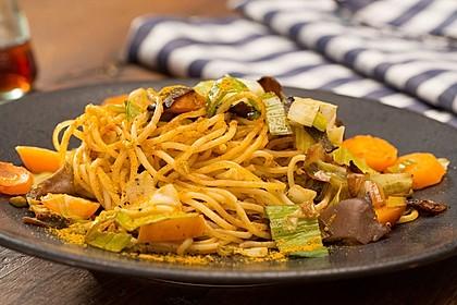 Gebratene Nudeln mit Gemüse, asiatisch 1
