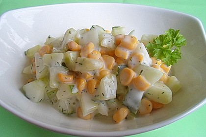 Gurkensalat mit Mais (Bild)