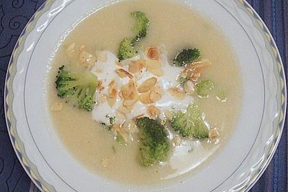 Blumenkohlsuppe mit Croutons