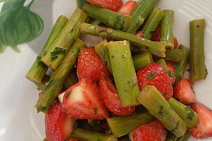 Spargel-Erdbeersalat 41