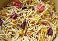 Spaghettisalat mit roten Bohnen und Mais