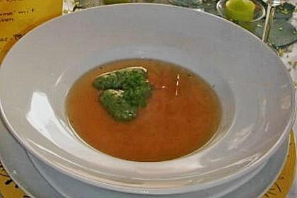 Klare Tomatensuppe mit Petersilienklößchen 15