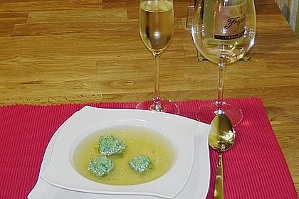 Klare Tomatensuppe mit Petersilienklößchen 8