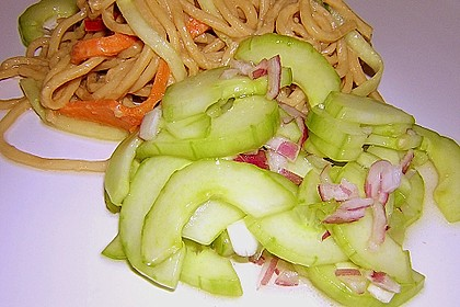 Asiatischer Gurkensalat 1