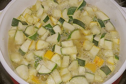 Ibu's kalte Zucchini - Joghurt - Suppe 7