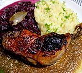 Glasierte Entenkeule mit Rotweinsauce