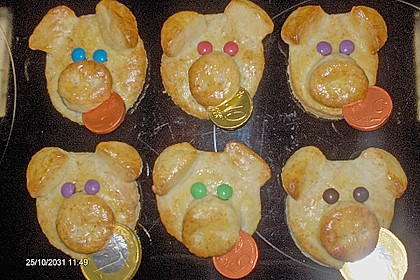 Glücksschweinchen aus Quark - Öl - Teig 33