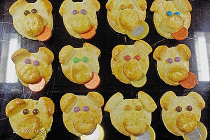 Glücksschweinchen aus Quark - Öl - Teig 6