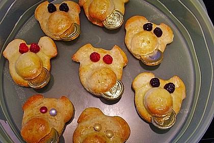 Glücksschweinchen aus Quark - Öl - Teig 18