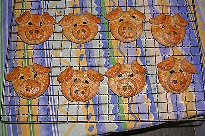 Glücksschweinchen aus Quark - Öl - Teig 13