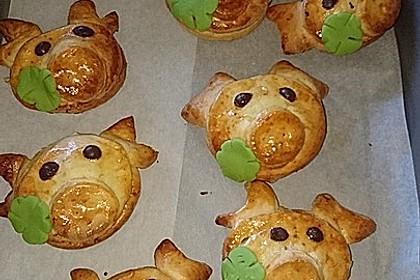 Glücksschweinchen aus Quark - Öl - Teig 0