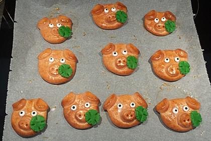 Glücksschweinchen aus Quark - Öl - Teig 3