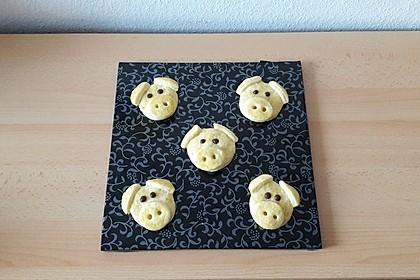 Glücksschweinchen aus Quark - Öl - Teig 7