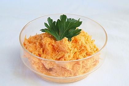 Möhrensalat mit Knoblauch und Mayonnaise