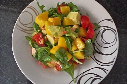 Mango-Avocado-Salat mit Hühnerstreifen, Rucola und Tomaten 62