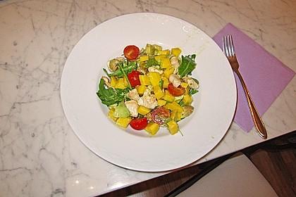 Mango-Avocado-Salat mit Hühnerstreifen, Rucola und Tomaten 48