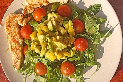 Mango-Avocado-Salat mit Hühnerstreifen, Rucola und Tomaten 22
