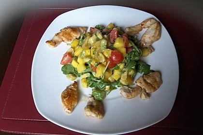 Mango-Avocado-Salat mit Hühnerstreifen, Rucola und Tomaten 50