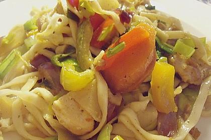 Gebratene Nudeln mit Huhn und Gemüse 2