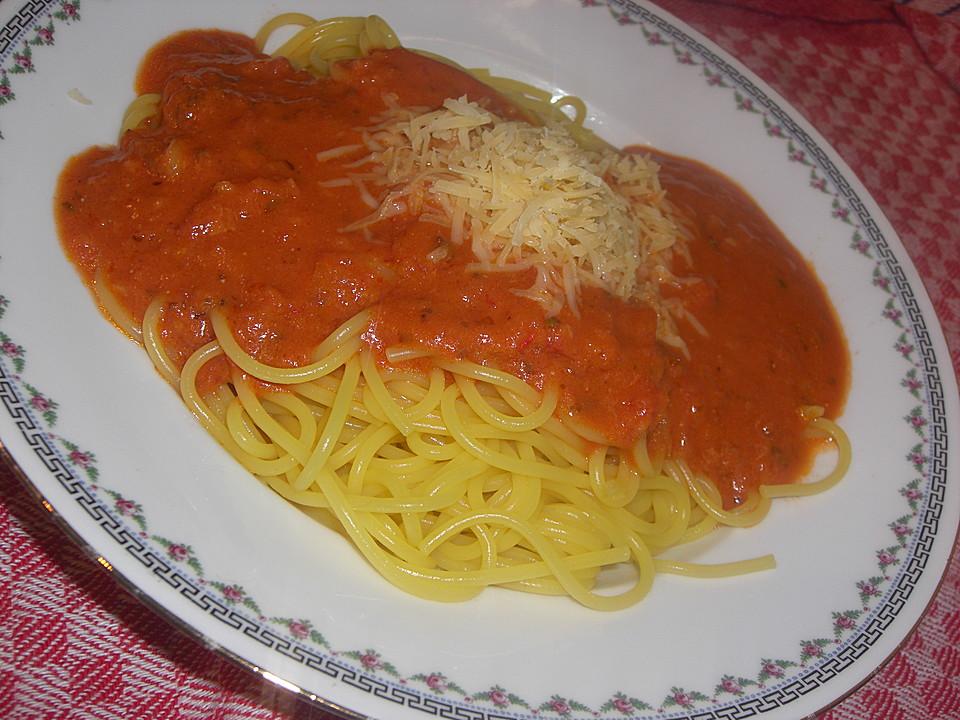 spaghetti mit selbstgemachter kalorienarmer tomatensauce rezept mit bild. Black Bedroom Furniture Sets. Home Design Ideas
