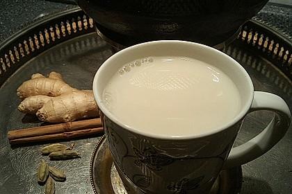 Ingwer - Zimt - Kardamom - Tee mit Milch und Honig