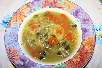 Currysuppe mit Glasnudeln
