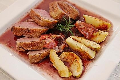 Entenbrust mit gebratenen Äpfeln und Rotweinsauce