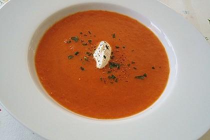 Suppe aus gerösteten Paprika und Möhren