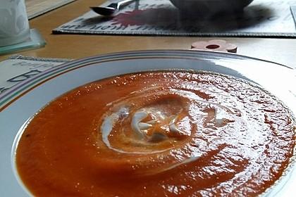 Suppe aus gerösteten Paprika und Möhren 3