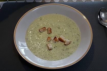 Bärlauch-Sahnesuppe mit Croutons 13