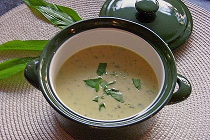 Bärlauch - Sahnesuppe mit Croutons 15